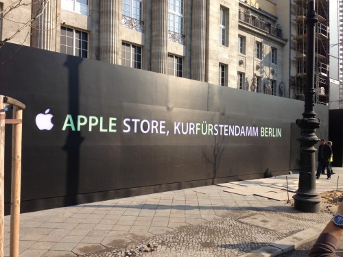 apple best tigt berlins apple store mit led wand fotos itopnews. Black Bedroom Furniture Sets. Home Design Ideas