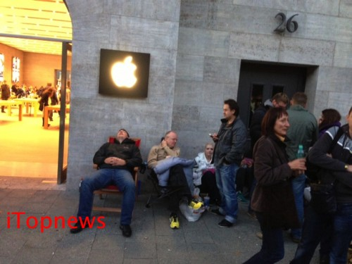 Apple Store Berlin iPhone 5S 2 copy