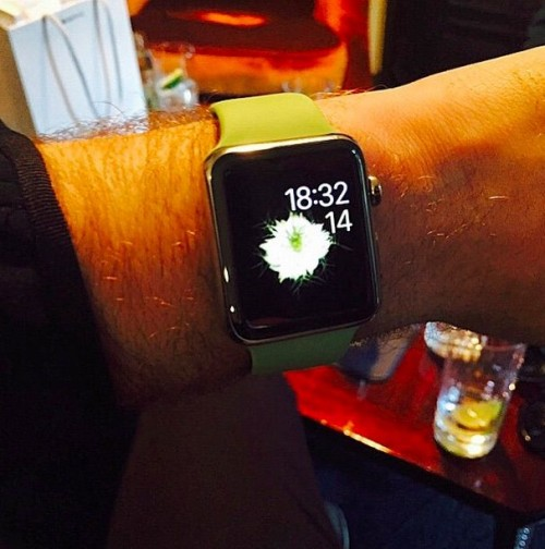 sam-smith-apple-watch_arm
