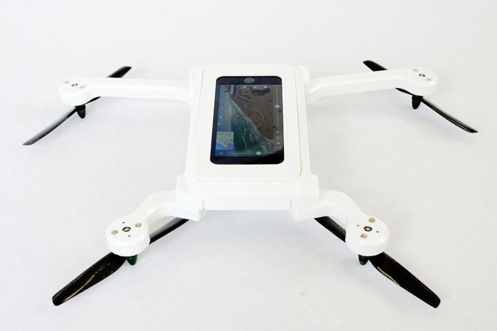 phonedrone bei dieser drone fliegt euer iphone direkt mit itopnews. Black Bedroom Furniture Sets. Home Design Ideas