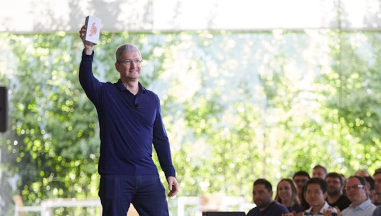 Tim Cook iPhone 1 Milliarde